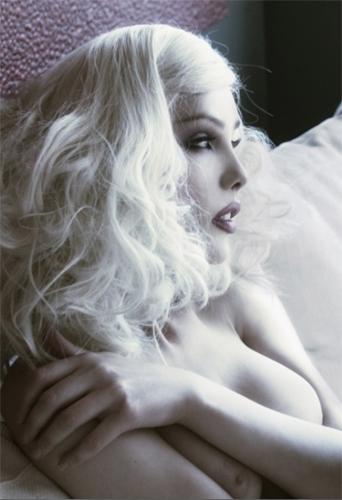 Johanna Londinium, transgender model at headnod talent agency