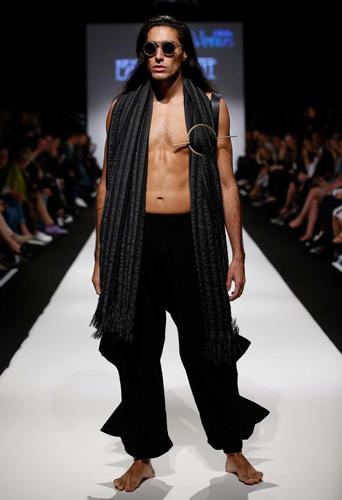 Fredrik Quinones, dancer and model at headnod talent agency